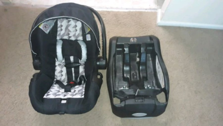 baby car seat with base  92ea59d0-364d-4483-95d1-9f02227fe92f