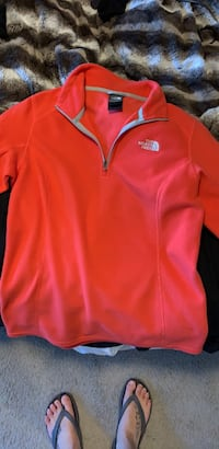 Women's small north face sweater  Edmonton, T6M 0P4