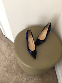 pair of black leather heeled shoes 229 km