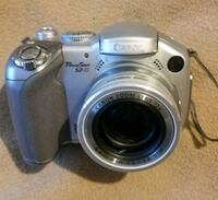 Canon Powershot S2 IS digital camera with power zoom in excellent cond