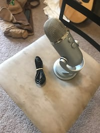Blue Yeti Microphone w/ box and cable Sycamore