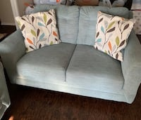 Like New Living Room Sofa Set Furniture With Decor Pillows   Los Angeles, 91343