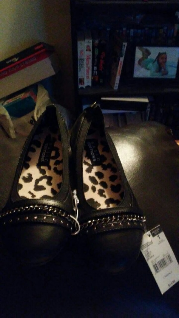 Girls blac flats size 1s still with tags