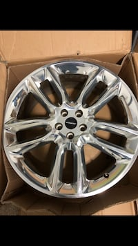 """22"""" wheels, from a Ford Edge Sport but fits many vehicles."""