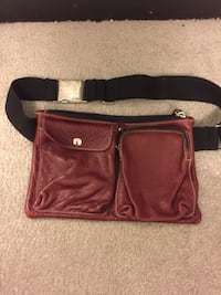 Roots belt bag hardly used 40 Richmond Hill, L4E 0V5