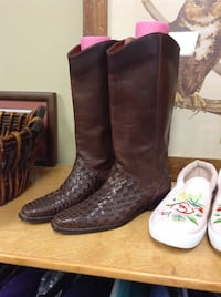 pair of brown leather cowboy boots Florence, 39073
