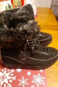 S Skechers size 8 snow boots