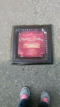 red and black leather bi-fold wallet Manteca, 95337