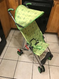 baby's green and white lightweight stroller Gatineau, J8T 2Y8