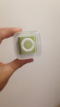green and white ipod shuffle in box Victoria, V8N 1C8