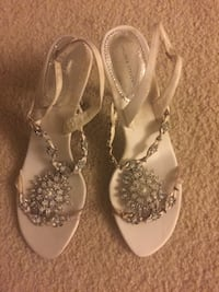 Pair of white sandals size 8 Mc Lean, 22102