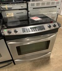❥Used Frigidaire slide in glass top electric stove 5 burner - Seaford