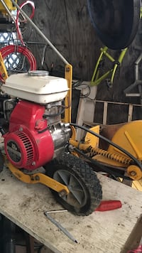 red and white Honda pressure washer Reedley, 93654