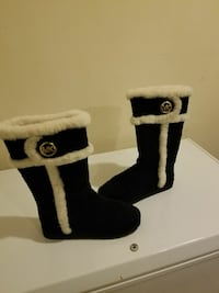 pair of black-and-white Michael Kors fur boots Bowie, 20715
