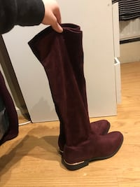 Burgundy suede boots BRAND NEW size 5 London, E14 0SP