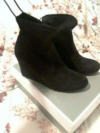 Black velvet booties  Scarborough, M1L 3E8