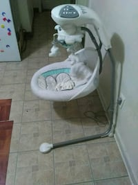 baby's white and gray cradle n swing Alexandria, 22306