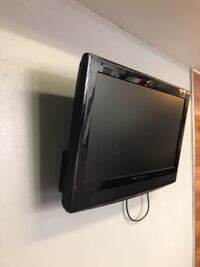 "32"" Tv with wall mount"