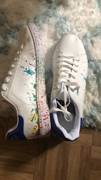 pair of white-and-blue Nike sneakers Severn, 21144