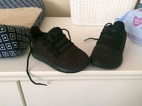 pair of black Adidas toddler size 6 Houston, 77013