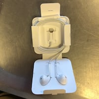 Apple iPhone 8 earbuds Calgary, T2V 0M1