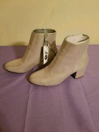 New womens sz 9.5 silver ankle boots Ballwin, 63021