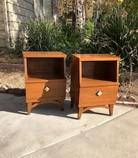 Vintage mid century modern pair of night stands by Stanley Furniture