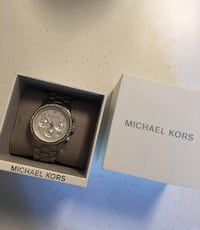 Round silver-colored michael kors chronograph watch with silver-colored link bracelet and box San Diego, 92154