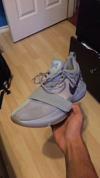 pair of gray Nike running shoes Maple Ridge, V2X 8J3