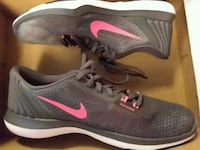 pair of gray Nike low-top sneakers Bettendorf, 52722
