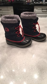 Boys Sorel winter boots sz.2 793 km