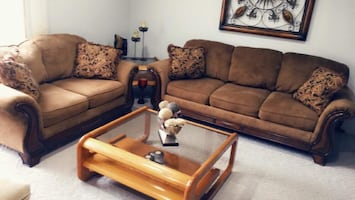 5 pieces of living room set