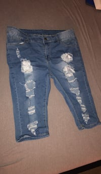 Blue distressed denim distressed short shorts size 8 Chester, 19013