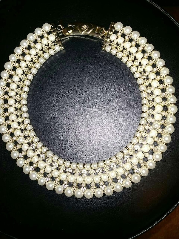8be60bdb9eaef 3 Strand Choker style Gold Pearl necklace