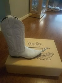 Womens cowboy boots size 7