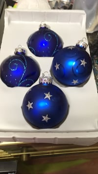 8 Vintage shatter proof Christmas balls blue and silver Montréal, H9A