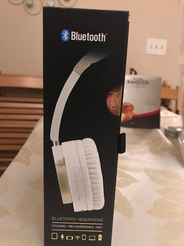 White and gray wireless headphones 23237ff8-f249-43d9-b243-2f7f524914a1