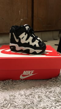 Black-and-white nike basketball shoes with box 2342 mi