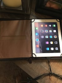 ipad  2 16gb withSolo - Executive Collection Premiere Folio Case which is leather Pleasant Prairie, 53158
