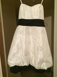 White and black floral strapless Medicine Hat, T1A