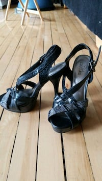 pair of black open-toe heeled sanadls 1959 km