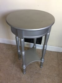 silver side end accent side table with shelf. Originally sold on Wayfair for almost 200$ CAMBRIDGE