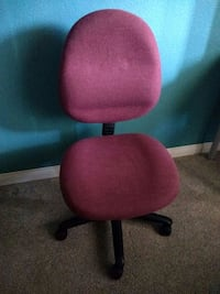 Rolling chair in good condition, it can move up and down,send offer Aliso Viejo, 92656