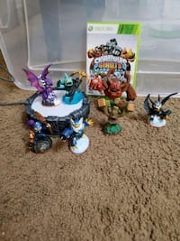 Skylanders Giants Xbox 360 game and figures