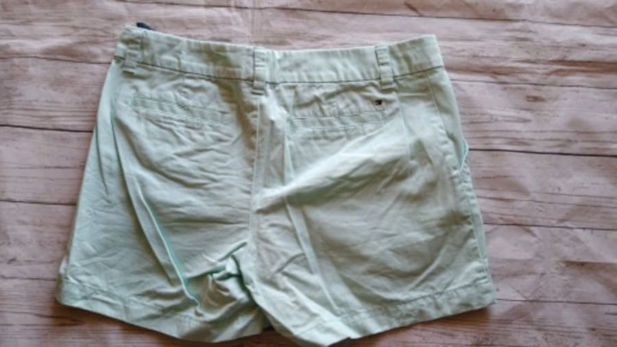 Beautiful Tommy Hilfiger Shorts .. 56da7451-bb0d-4832-93e5-c5482c29353e