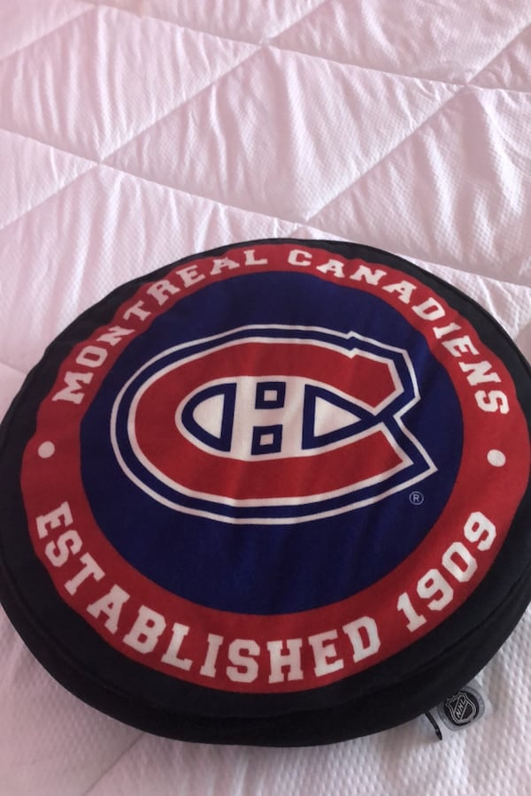 Pillow montreal canadians  c220f66e-5581-496b-8abe-bc036c102ab9