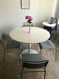 Round white wooden table with four chairs 2169 mi