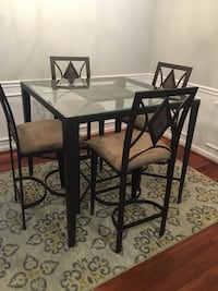 Beautiful Table with 4 chairs in great condition  Falls Church, 22043