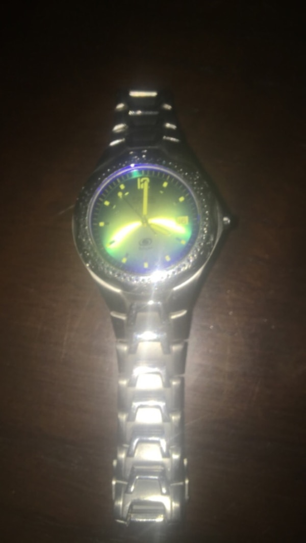 Silver-colored analog watch with link bracelet 76f7b436-7f43-4865-ad04-05882599db2b