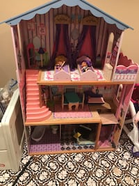 Pink and brown doll house Thurmont, 21788
